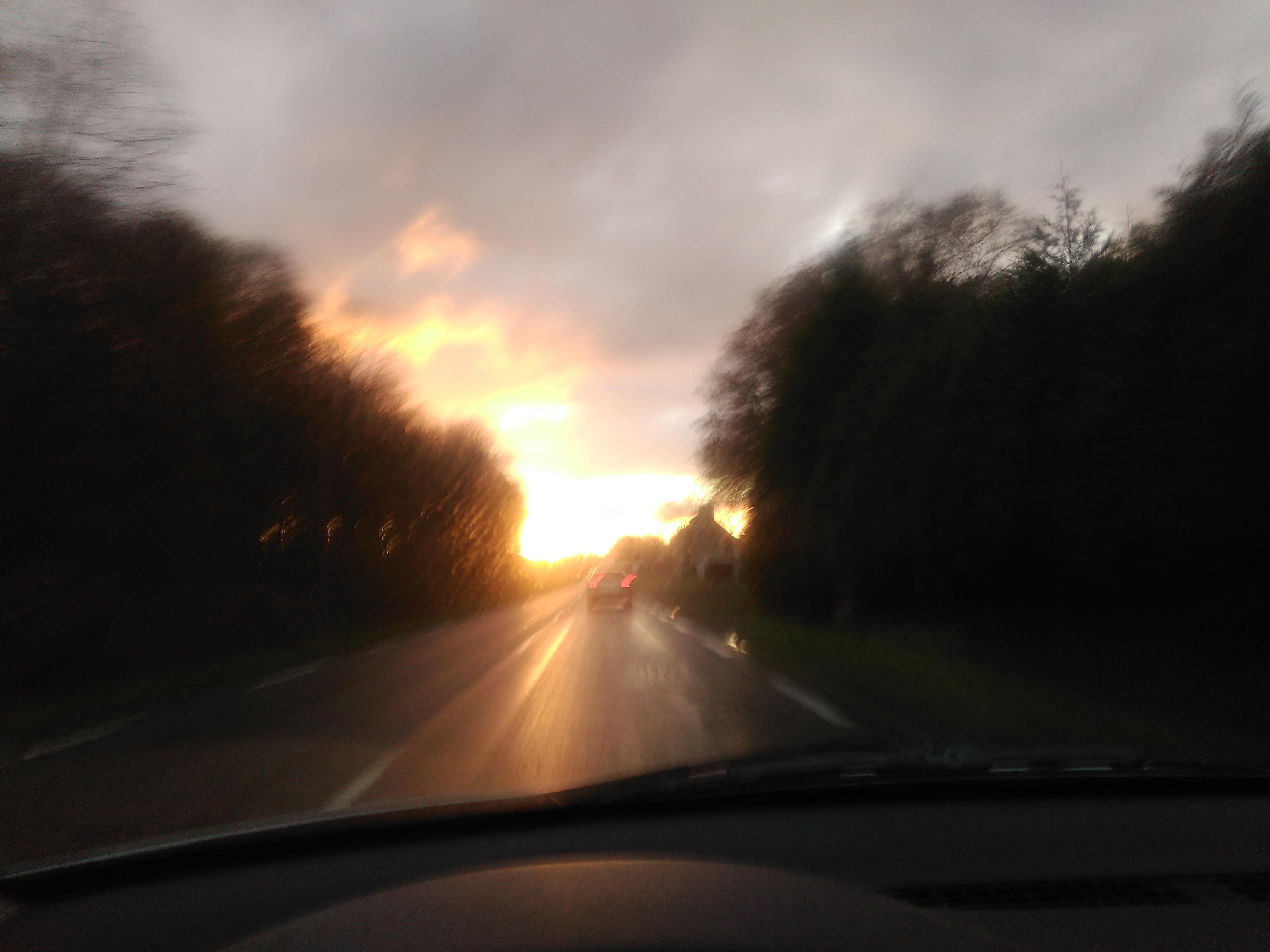 crépuscule sur la route de Lanvollon